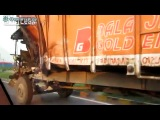 Суровый грузовик в Индии.